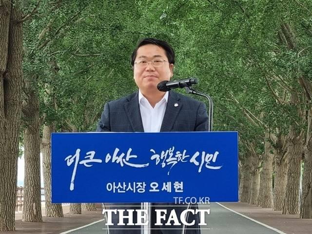 오세현 아산시장이 민선 7기 취임 3주년을 맞아 22일 아산 은행나무길에서 기자회견을 갖고 지난 3년 간의 성과와 향후 임기에 대한 계획을 밝혔다. / 김경동 기자