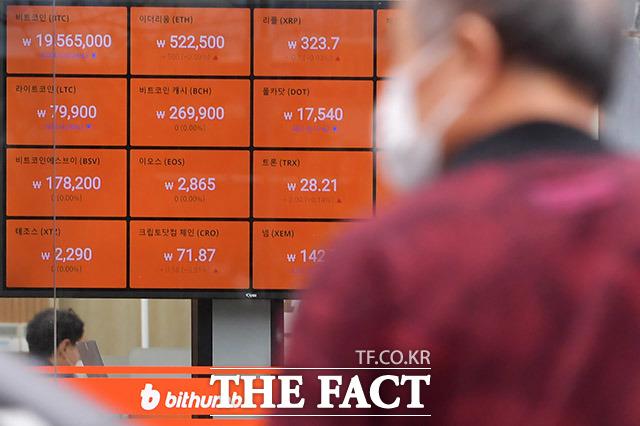 비트코인 가격이 중국발 악재 등으로 3800만 원대를 기록하고 있다. /이덕인 기자