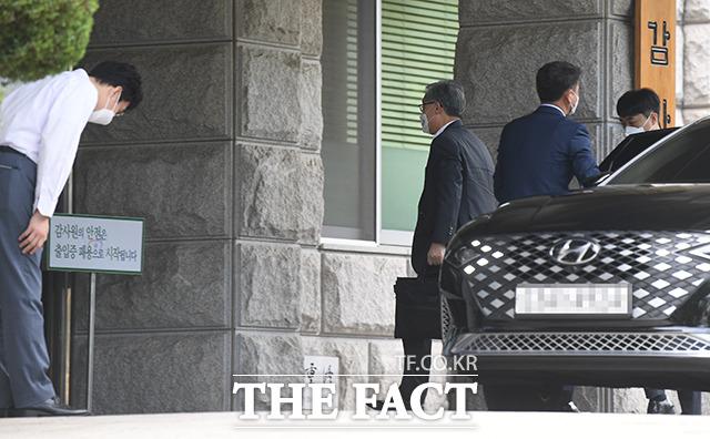 최재형 감사원장이 22일 오전 서울 종로구 삼청동 감사원으로 출근하고 있다. /이새롬 기자