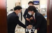 이준석, 김오수 예방 자리에서 '공수처 국민에게 불편함 없어야...' [TF사진관]