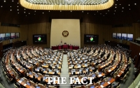 국회, 1년 만에 법안 1만 건 쌓였다…과잉 입법 여전
