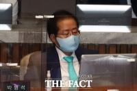 홍준표, 국민의힘 복당 후 여유로운 모습 [TF포토]