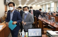 '국힘 또 퇴장'…과방위, '방심위·TBS' 문제로 연이은 파행 [TF사진관]