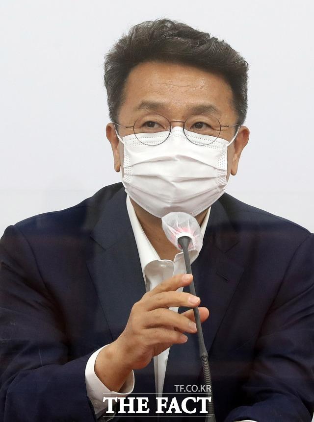 이철희 청와대 정무수석은 박성민 청년비서관 임명 논란이 뜨겁자 당분간만이라도 시킬 만한 사람인지 지켜봐 달라며 이후에도 논란이 될 경우 본인이 책임지겠다고 밝혔다. /이선화 기자