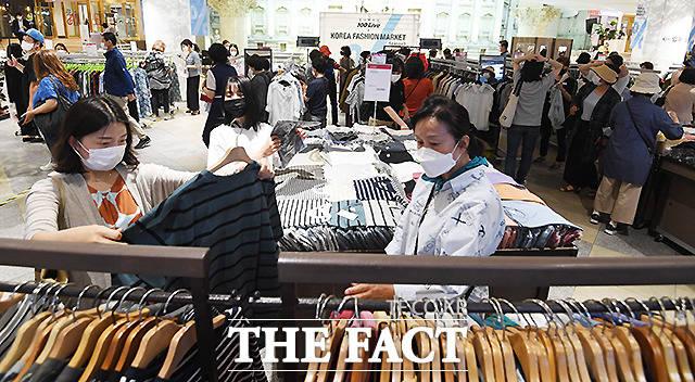 코리아패션마켓은 최근 지속된 경기침체와 코로나19로 어려움을 겪고 있는 패션 업계의 위기 극복을 위해 지난해 처음 개최됐다.