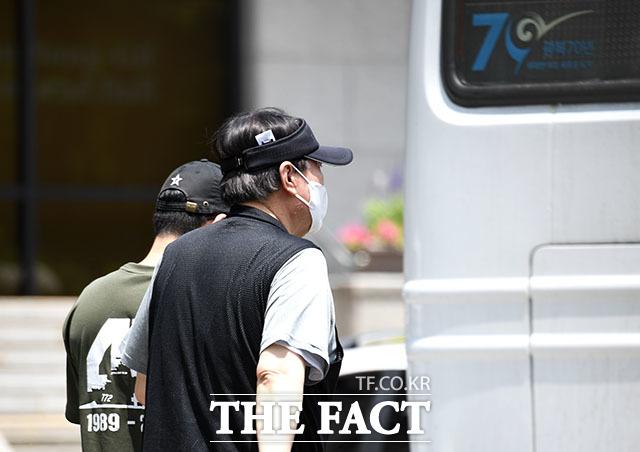 관계자와 함께 매헌 윤봉길 의사 기념관을 사전 답사하는 윤 전 총장. /임영무 기자