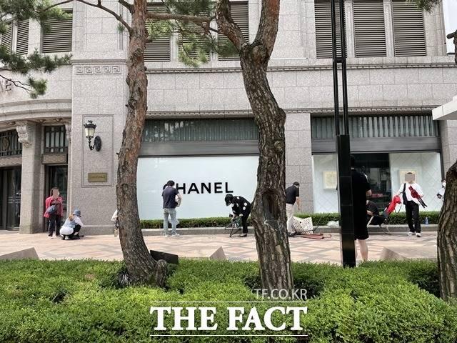 업계에서는 샤넬이 오는 7월을 기점으로 일부 제품 가격을 최대 12%까지 인상할 것이란 전망이 나온다. /문수연 기자