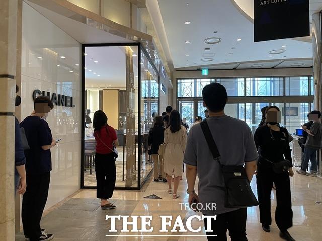 샤넬코리아는 지난해 면세사업부 매출이 81% 급감했지만, 일반 매장 매출은 26% 증가했다. /문수연 기자