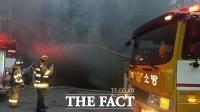 전주 아파트 주차장서 화재…새벽 주민 90여 명 대피 소동