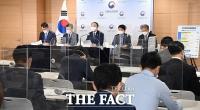 33조 원 '슈퍼 추경', 소득하위 80%에 재난지원금 현금 지원 [TF사진관]