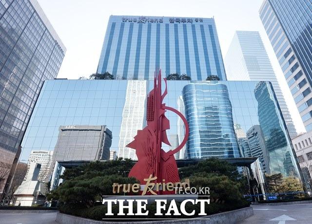 지난달 16일 한국투자증권이 젠투펀드에 대한 투자자 보상에 나서면서 신한금융투자를 향한 보상 압박이 커지고 있다. /더팩트 DB