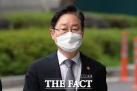 '피고인 장관' 박범계, 여유로운 모습으로 남부지법 출석 [TF사진관]