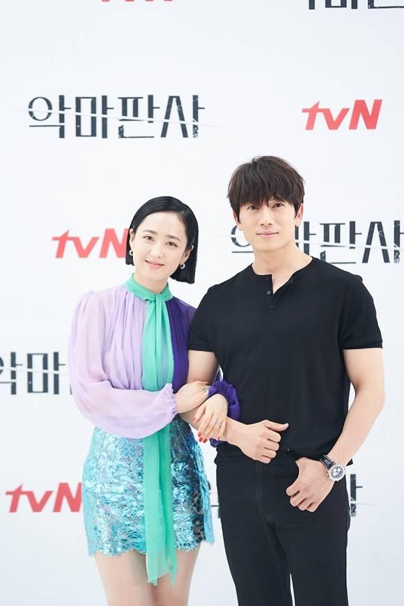 김민정(왼쪽)과 지성은 뉴하트 이후 13년 만에 호흡을 맞췄다. /tvN 제공