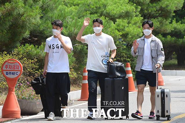 김진규와 김동현, 엄원상(왼쪽부터)