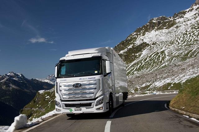 현대차, 세계 최초 양산 수소전기트럭 누적 주행 '100만km' 돌..