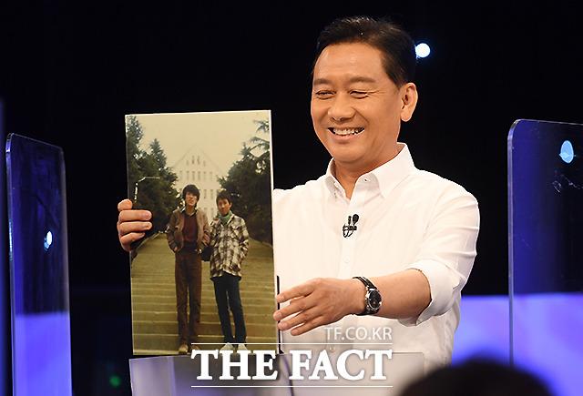이광재 더불어민주당 82년 고3시절 광주 조선대학교를 방문했을 때의 사진을 내 인생의 한 장면 으로 공개하고 있다.