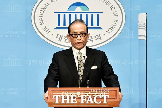홍성우 전 의원(10·11·12대)이 6일 오전 서울 여의도 국회 소통관에서 제20대 대통령 선거 출마 선언 기자회견을 갖고 있다. /국회=이선화 기자