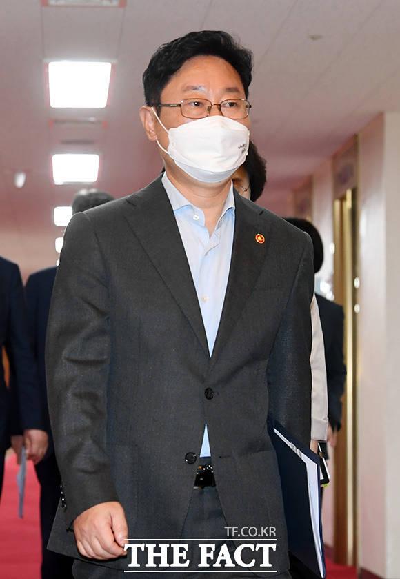 국무회의 참석하는 박범계 법무부 장관.