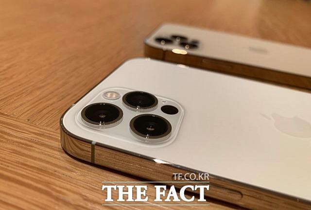 아이폰13 시리즈의 외관은 전작과 비슷할 전망이다. 사진은 아이폰12 모습. /최수진 기자