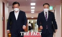 대통령 주재 국무회의 참석하는 국무위원들 [TF사진관]