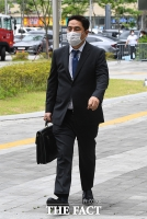이재명-김부선 공판 참석하는 강용석 변호사 [포토]