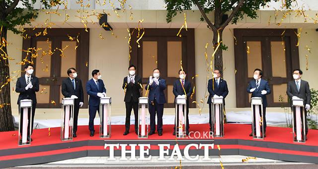 이날 행사 마지막에는 복원된 서울시의회 정문이 공개됐다.