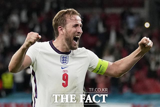잉글랜드의 해리 케인이 7일(현지시간) 영국 런던 웸블리 스타디움에서 열린 유로 2020 덴마크와의 준결승전을 승리로 마치고 환호하고 있다. /런던=로이터