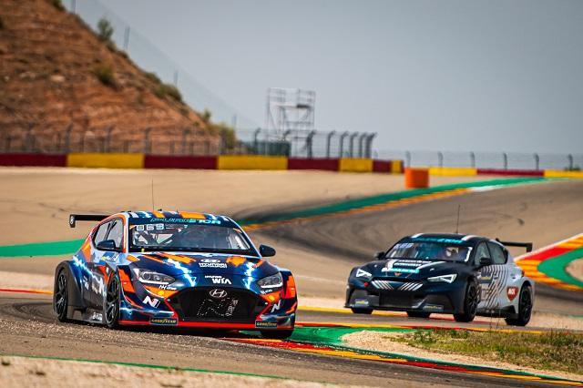 현대차의 전기 경주차인 벨로스터 N ETCR 역시 7월 10~11일 열린 순수전기차 모터스포츠 PURE ETCR 2차전에서 준우승을 차지했다. /현대차 제공