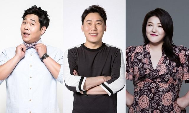 문세윤 최성민 이국주(왼쪽부터)가 FNC엔터테인먼트와 재계약을 체결했다. /FNC엔터테인먼트 제공