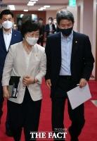 '여가부·통일부 폐지' 논란 속 국무회의 참석하는 정영애-이인영 [포토]