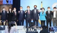 '중진' 박진 의원, 대선 출마 선언 함께한 동료 의원들 [TF사진관]
