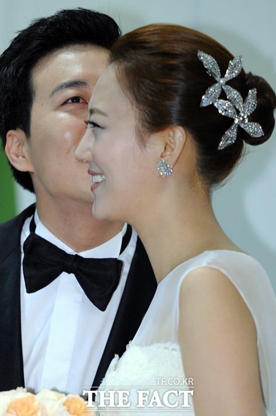 두 아이가 가장 소중한 결실이 된 것같다. 장윤정은 2013년 6월 KBS 도경완 아나운서와 결혼했다. 당시 2살 연하의 아나운서-가수 커플로 세간의 주목을 받았다. /더팩트 DB