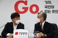 '尹과 달랐다' 최재형, 국민의힘 '입당'…