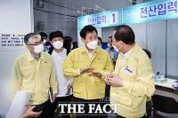 '서울시 방역 대응 논란'에 현장 점검 나선 오세훈 시장 [TF사진관]