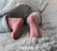 '육아 스트레스'에 생후 2개월 아기 던져 숨지게 한 친부 징역 6년 선고