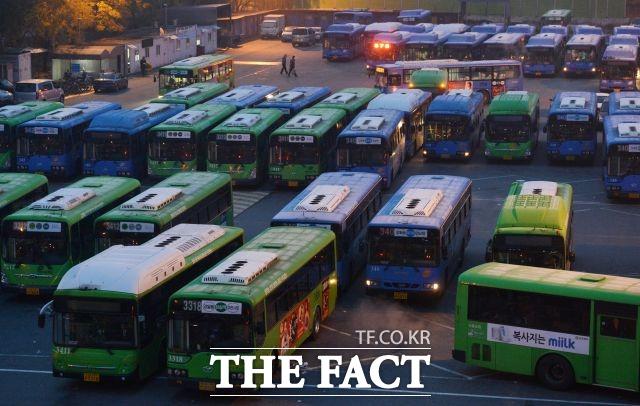 서울 시내버스 기사 채용절차 도중에 갑자기 배점기준이 바뀌어 합격권에 있던 지원자가 대거 탈락하는 일이 벌어졌다. 사진은 기사내용과 직접 관련 없음. /더팩트 DB
