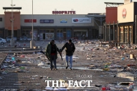 남아공 소요사태, '대규모 군병력 투입으로 다소 완화' [TF사진관]