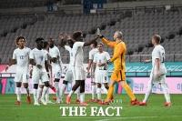 2대 1 승리 자축하는 프랑스 올림픽대표팀 [포토]