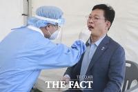 '코로나 검사받으세요!'…국회 임시선별검사소 찾은 송영길 [TF사진관]