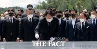광주 방문한 윤석열 '헌법 정신, 피로 지킨 열사들을 위해' [포토]