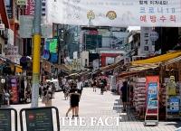 '거리두기 4단계' 첫 주말…한산한 홍대 거리 [포토]