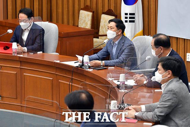 문재인 정권은 일본에 대해선 감정적 대응으로 한일관계를 돌이킬 수 없는 지경까지 몰아넣었습니다