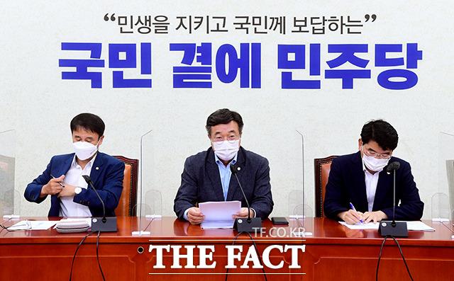 같은 시간 더불어민주당 원내대책회의에 참석한 윤호중 원내대표