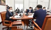 '코로나19 피해 지원'…국회 예결위, '33조 원 추경안 심사 착수' [TF사진관]