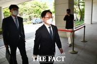'패스트트랙 폭행' 진위 가리자…재판 출석하는 박범계 장관 [TF사진관]