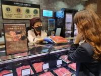신세계百, 직경매 한우 인기…강남점·본점 이어 대전까지 확대
