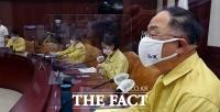 비상경제중대본회의 주재하는 홍남기 경제부총리 [TF사진관]