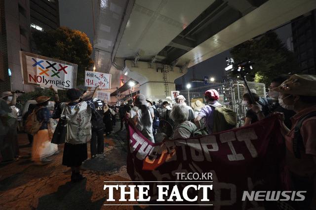 올림픽 개막에도 여전히 반대 외치는 일본 시민들. /도쿄=AP.뉴시스