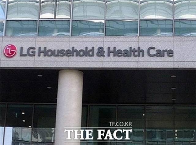 LG생활건강은 올해 상반기 매출 4조581억 원, 영업이익 7063억 원, 당기순이익 4852억 원을 기록했다. /더팩트 DB
