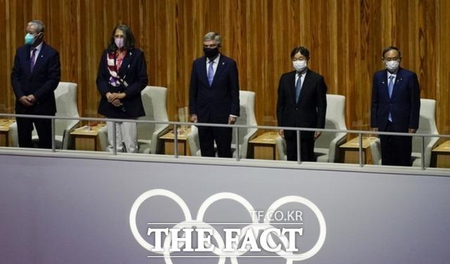 2020 도쿄올림픽 개회식이 23일 오후 일본 도쿄 올림픽 스타디움에서 열려 토마스 바흐 국제올림픽위원회(IOC) 위원장과 나루히토 일왕, 스가 요시히데 총리 등이 개막식을 찾고 있다. /도쿄=AP.뉴시스